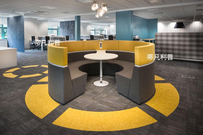 办公家具定制-用地毯做成标志来划分区域,办公空间设计新方向